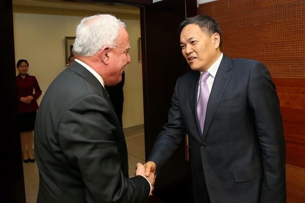 4月13日上午,钱克明副部长会见来访的巴勒斯坦外交部长马立基